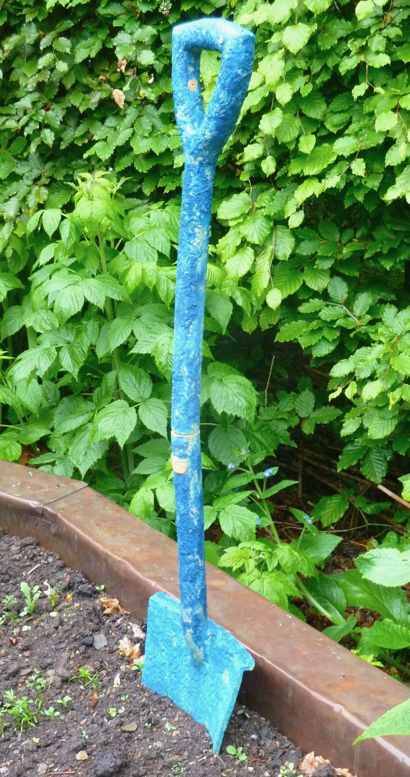 Garden spade blue